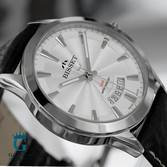 Srebrny zegarek męski na czarnym pasku
