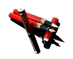 Czerwone orientalne pióro kulkowe
